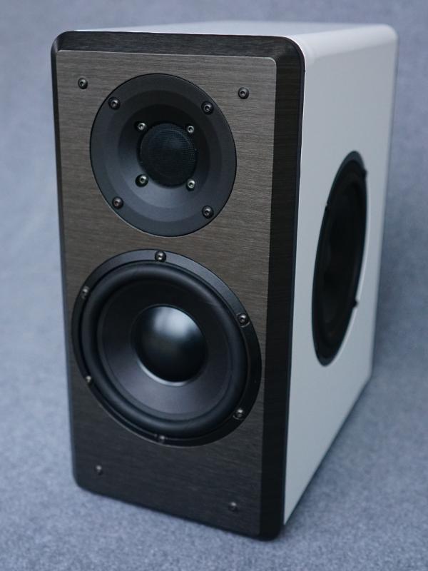 next monitor ein hochwertiger kompaktlautsprecher hifi alex. Black Bedroom Furniture Sets. Home Design Ideas